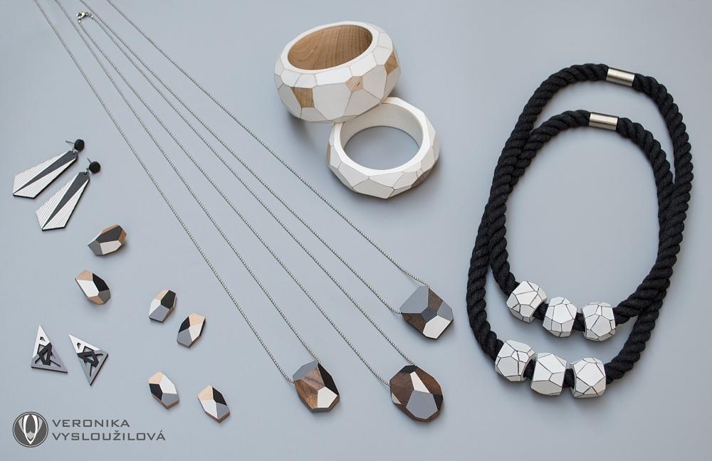 dřevěné šperky