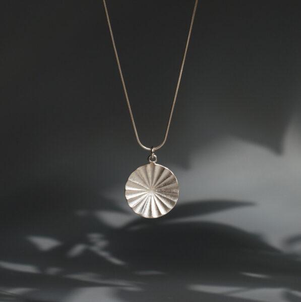 Stříbrný náhrdelník Momon